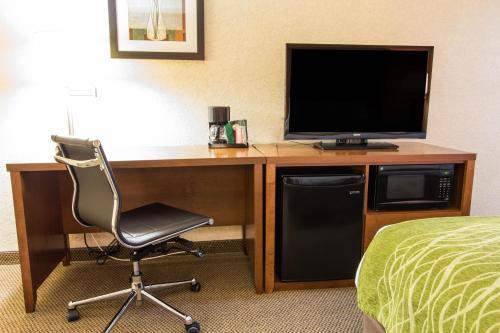 Comfort Inn & Suites Convention Center Photo