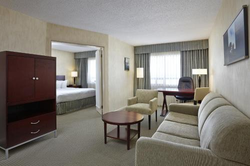 Quality Suites London - London, ON N6E 1N9
