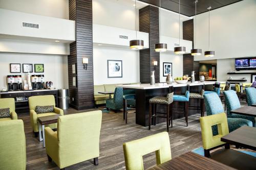 Kitchener Inn & Suites - Kitchener, ON N2P 2E9