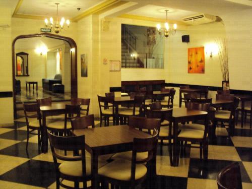 Promenade Hotel Photo