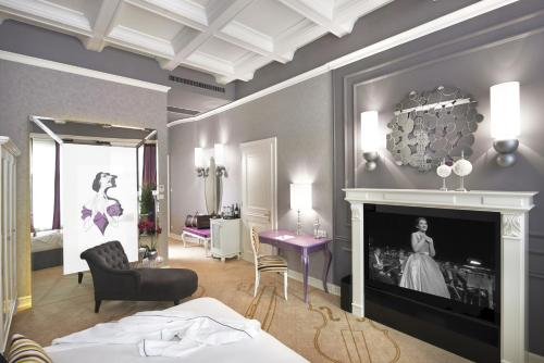 Aria Hotel Budapest by Library Hotel Collection photo 9