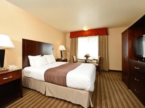 Yellowstone West Gate Hotel Photo