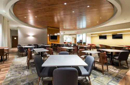 Springhill Suites By Marriott Louisville Downtown - Louisville, KY 40202