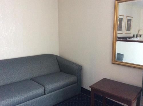 Baymont Inn & Suites - Greensboro Photo