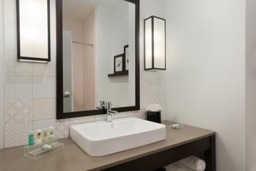 Country Inn & Suites by Radisson, Katy (Houston West), TX Photo