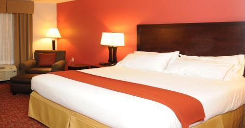 Holiday Inn Guin - Guin, AL 35563