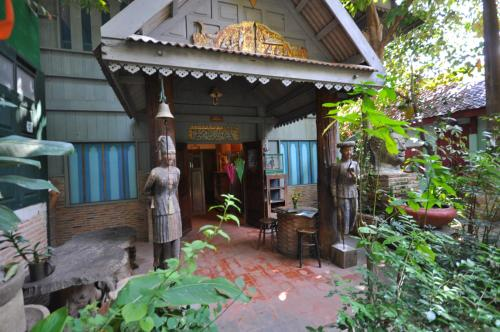 Ayutthaya Bouchic Hostel photo 10