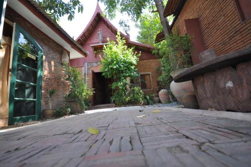 Ayutthaya Bouchic Hostel photo 11