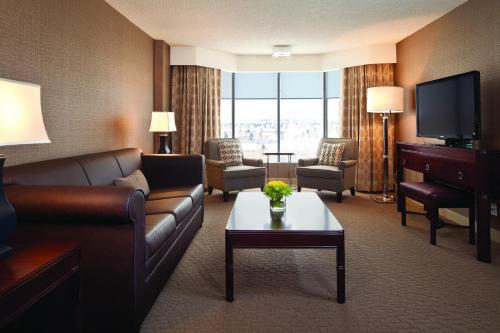 Sheraton Red Deer Hotel Photo