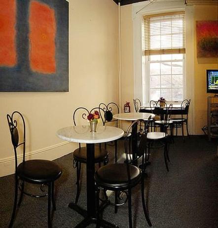 Colonial House Inn Photo