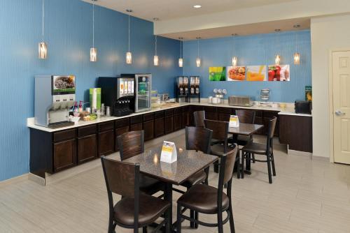 Quality Inn & Suites Carrizo Springs - Carrizo Springs, TX 78834