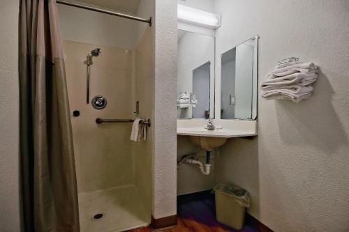 Motel 6 Pompano Beach - Pompano Beach, FL 33069