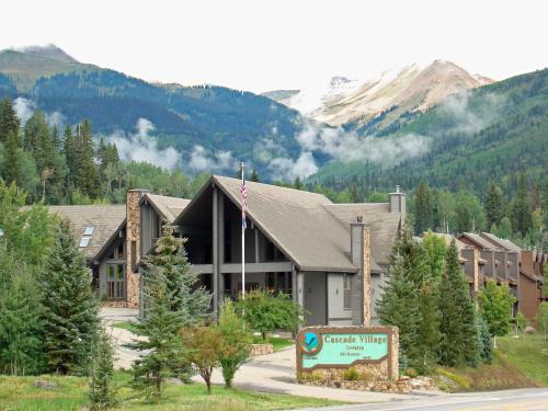 Hotels airbnb vacation rentals in durango mountain for Cabins to stay in durango colorado