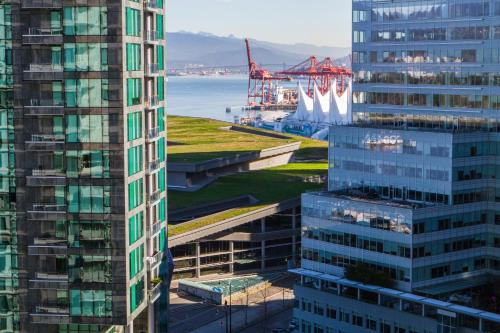 Pinnacle Hotel Harbourfront - Vancouver, BC V6E 3T3