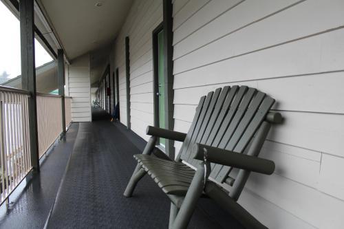 Pacific Rim Motel - Ucluelet, BC V0R 3A0