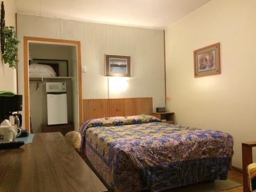 Flamingo Motel - Castlegar, BC V1N 1H9