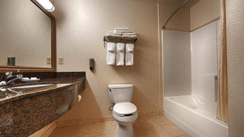 Best Western Plus Lake Elsinore Inn & Suites Photo