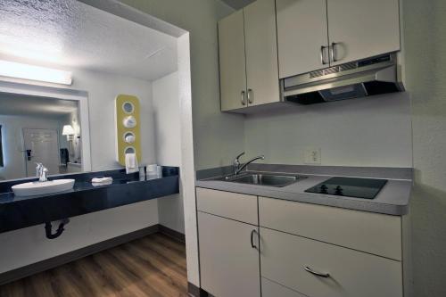 Motel 6 Tallahassee - Downtown - Tallahassee, FL 32301