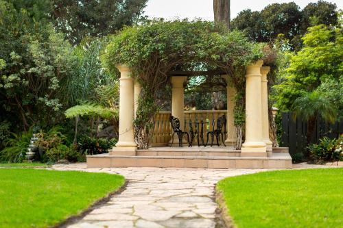 Wyndham Garden The Pierpont Inn Photo