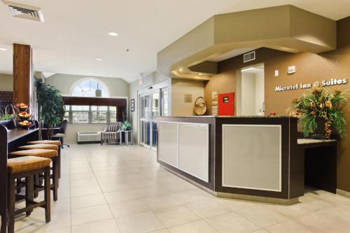 Microtel Inn & Suites By Wyndham Williston - Williston, ND 58801
