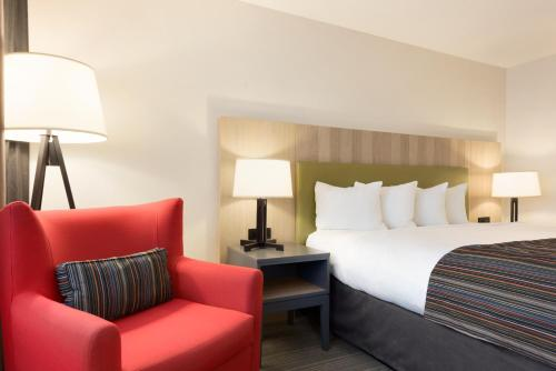 Country Inn & Suites by Radisson, Chippewa Falls, WI Photo