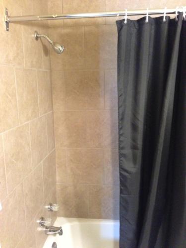 Travellers Choice Motel - Windsor, ON N9C 1B8