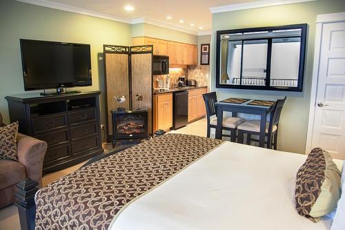 Inn at Spanish Head Resort Hotel Photo
