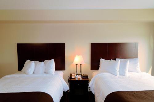 Boulders Inn & Suites Oak Ridge - Denison, IA 51442