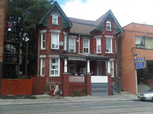 Toronto Travellers Home - Toronto, ON M5T 1H5