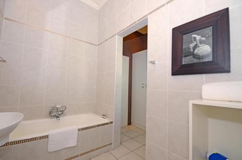 Saffron Guest House Photo