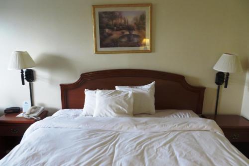 Days Inn By Wyndham Plainfield - Plainfield, IN 46168