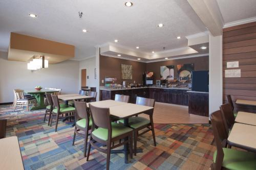 Fairfield Inn By Marriott Moline - Moline, IL 61265