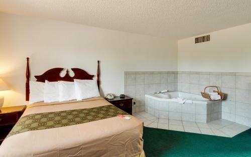 Econo Lodge & Suites Spokane - Spokane, WA 99224