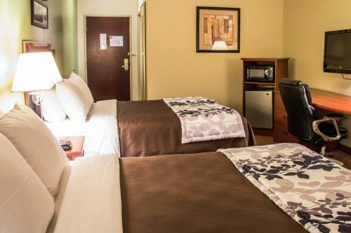 Sleep Inn and Suites at Six Flags Photo