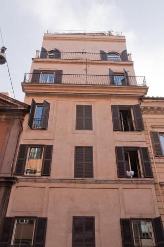 Capital Barberini Apartment - Rome - book your hotel with ViaMichelin