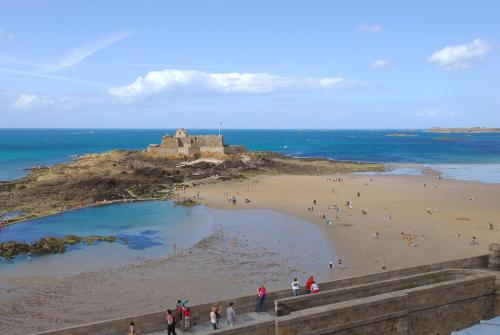 Place Chateaubriand Bp 77, Saint Malo, 35400, France.