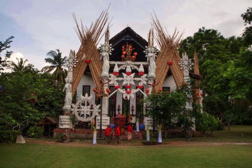 Jl. Pantai Sire, Desa Sigar Penjalin, Kecamatan Tanjung, Sigar Penjalin, Tanjung, Kabupaten Lombok Utara, Nusa Tenggara Bar. 83352, Indonesia.