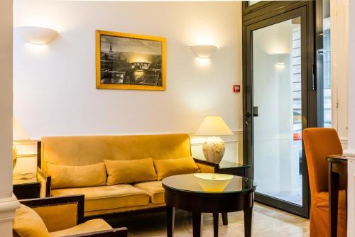 Austin's Arts Et Metiers Hotel Photo