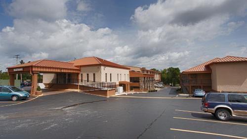 Best Western Center Pointe Inn Photo