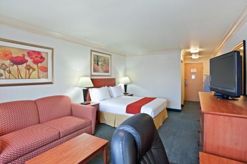 Holiday Inn Express Hotel & Suites Burlington - Burlington, WA 98233