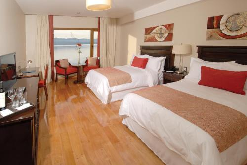Alma Del Lago Suites & Spa Photo