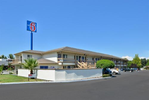 Motel 6 Anderson Photo