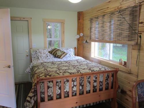 Bella Coola Grizzly Tours Cabins - Hagensborg, BC V0T 1C0