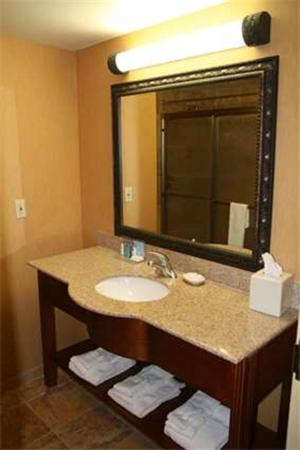 Hampton Inn & Suites Mccomb - McComb, MS 39648