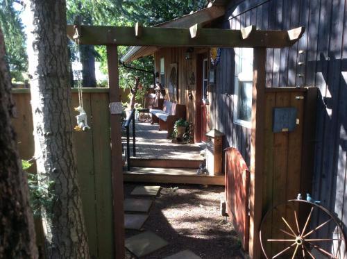 Bev & Sandy's Place B&b - Nanaimo, BC V9T 4W4