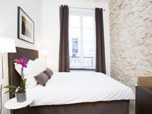 Luxury 2 Bedroom Le Marais photo 12