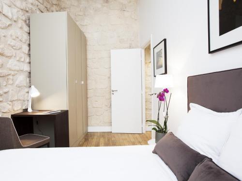 Luxury 2 Bedroom Le Marais photo 13