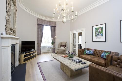 Rutland Residence - 3 of 32