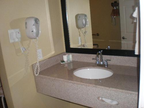 Econo Lodge Inn & Suites Mesa Photo