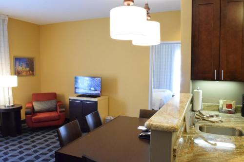 TownePlace Suites by Marriott Houston Westchase photo 4